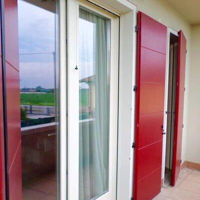 falegnameria-tarletti-anta-rossa-finestra