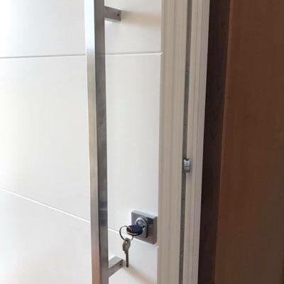 falegnameria-tarletti-portoncino-serratura-chiave